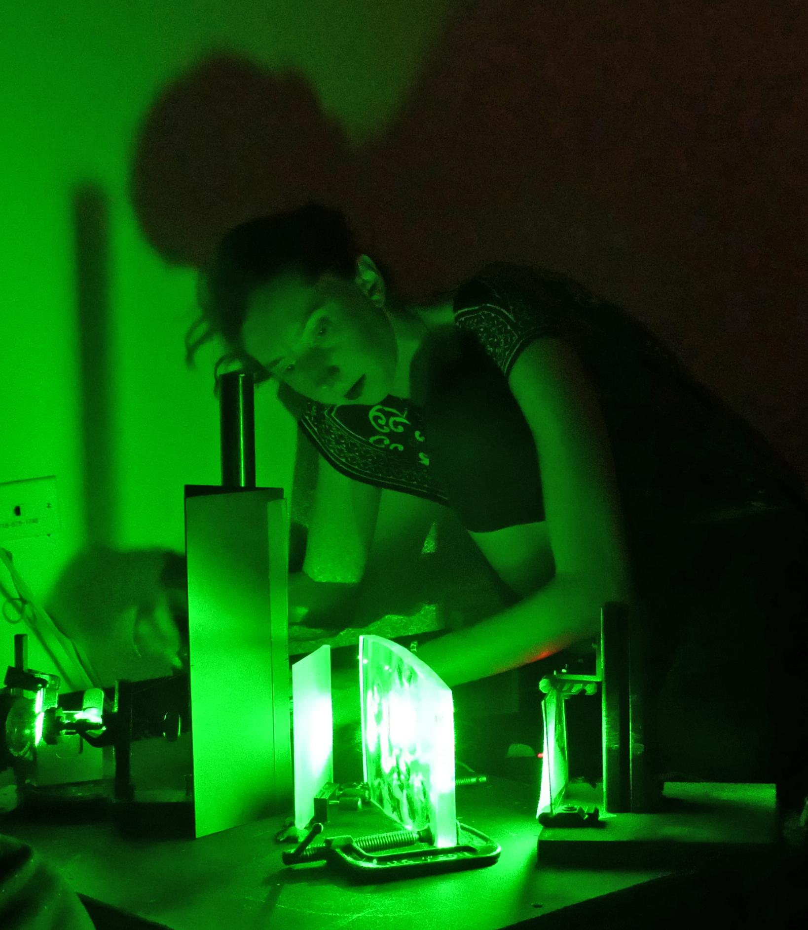 Martina Mrongovius making a hologram during a workshop