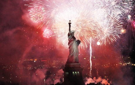 statue-of-liberty-fireworks_650_20130607